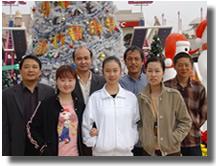 03年公司员工在欢乐谷